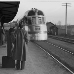 Zephyr train entering East Dubuque in 1940 (Library of Congress)