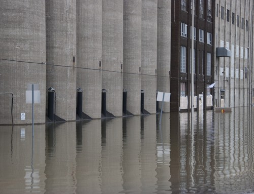 Picture of the Day: Flooded Grain Elevators at Alton